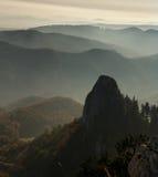 Bergen in mist Royalty-vrije Stock Fotografie