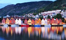 Bergen Night Scenery Norge royaltyfri bild