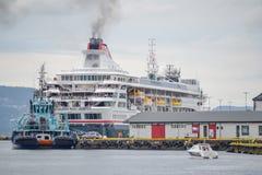 Bergen, Noorwegen, Scandinavi? 21 Juni 2016, Bergen de stad in, stadscentrum, vervoer, straatvoedsel, architectuur, gebouwen, stock foto