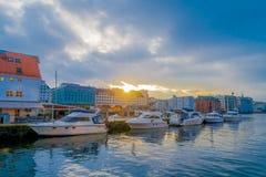 Bergen Norge - April 03, 2018: Utomhus- sikt med fartyg i Bergen, UNESCOvärldsarv, Norge Royaltyfri Foto