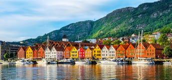 Bergen, Noruega Vista de construções históricas em Bryggen- Hanseat fotos de stock royalty free