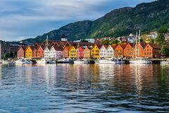 Bergen, Noruega Vista de construções históricas em Bryggen- Hanseat fotografia de stock