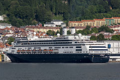 BERGEN/NORWAY - 21 de junio de 2007 - la línea de cruceros de Holland America imagen de archivo