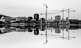 Bergen Norway reflexion i sjön royaltyfri foto