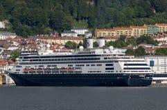 BERGEN/NORWAY - 21ST JUNI 2007 - de Holland America-cruiselijn stock afbeelding