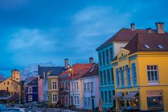 BERGEN NORWEGIA, KWIECIEŃ, - 03, 2018: Wspaniali tradycyjni domy w starym miasteczku Bergen, są drugi co do wielkości miastem wew Zdjęcia Royalty Free
