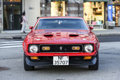Bergen, Norwegia, 23 Lipiec, 2017: Ford mustang Stoi na a 1971, Obrazy Stock