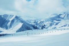 Bergen onder sneeuw in de winter Stock Afbeelding