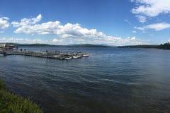 Bergen op meren royalty-vrije stock afbeelding
