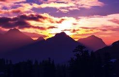 Bergen op zonsondergang Royalty-vrije Stock Foto's
