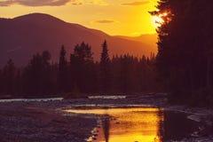 Bergen op zonsondergang Stock Foto's