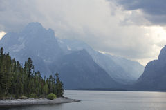 Bergen over Jackson Lake, het Nationale Park van Teton, Wyoming Stock Foto