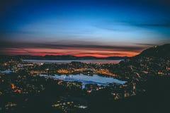 Bergen på en sommarnatt royaltyfria foton