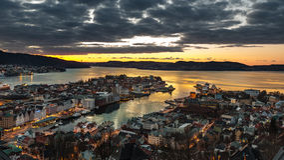 Bergen przy nocą Zdjęcie Royalty Free