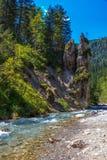 Bergen, rotsen en rivier - reserveer Nationalpark Berchtesgaden, Beieren, Duitsland Royalty-vrije Stock Foto