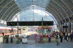 Bergen Train Station diez después del mediodía en tarde soleada imagen de archivo libre de regalías