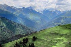 Bergen in Tusheti-gebied (Georgië) stock afbeeldingen