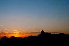 Bergen van Rio de Janeiro bij schemer Stock Foto's