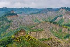 Bergen van tuff dichtbij stad Civita Di Bangoregio, Viterbo, Ita Royalty-vrije Stock Fotografie