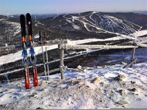 Bergen van windpower en het ski?en Royalty-vrije Stock Foto's