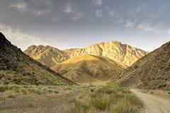 Bergen van zuidelijk Kyrgyzstan Stock Afbeeldingen
