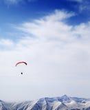 Bergen in wolken bij aardige de winterdag Stock Foto's