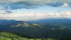 Bergen, Wolken en Zonlicht Timelapse 4K stock footage