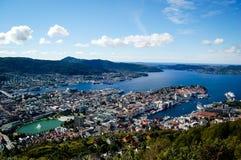 Bergen y su puerto en Noruega en un día soleado Fotografía de archivo