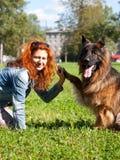 Berger allemand avec la fille Photographie stock libre de droits