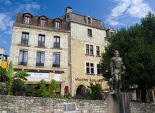 BERGERAC, FRANCIA - 10 DE SEPTIEMBRE DE 2015: La estatua de Cyrano situó en Bergerac, Dordoña, Francia, septiembre de 2015 imagen de archivo libre de regalías