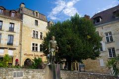 BERGERAC FRANCJA, WRZESIEŃ, - 10, 2015: Statua Cyrano umieszczał w Bergerac, Dordogne, Francja, Wrzesień 2015 Obrazy Royalty Free