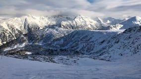 Berget Pirin når en höjdpunkt i vinter arkivfilmer
