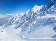 Berget skidar semesterorten Österrike - naturen och sportbakgrund royaltyfri bild