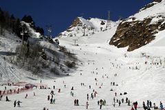 Berget skidar semesterorten Elbrus Ryssland, gondolelevatorn, landskapvinterberg Royaltyfri Bild