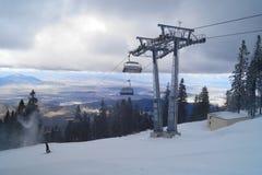 Berget skidar semesterorten, Rumänien Fotografering för Bildbyråer
