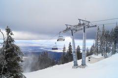 Berget skidar semesterorten, Rumänien Royaltyfri Fotografi