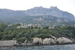 Berget står högt över havet Fotografering för Bildbyråer
