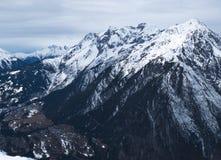 BergEuropa snöig fjällängar Arkivfoton
