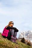 Bergferier fotvandra Kvinna och natur royaltyfri fotografi