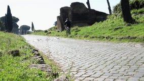 Bergfietsers op de Appian-Manier stock video