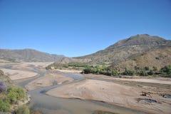 Bergflod i Altiplanoen Arkivfoto