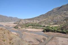 Bergflod i Altiplanoen Arkivbilder
