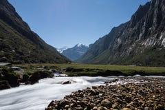 Bergflod i Anderna Royaltyfri Bild