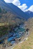 Bergflod i den Verzasca dalen, Lavertezzo, Schweiz Royaltyfri Fotografi