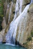 Bergflod och vattenfall Arkivbilder