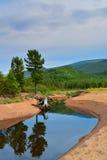 Bergflod på Lake Baikal Royaltyfria Bilder