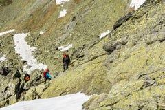 Berghandbok med ett par av klienter Arkivbild