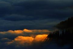 Berghav av moln Fotografering för Bildbyråer
