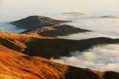 Berghav av moln Arkivbild