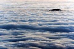 Berghav av moln Arkivfoton